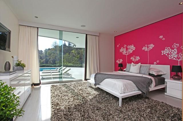 ярко-розовый цвет спальни