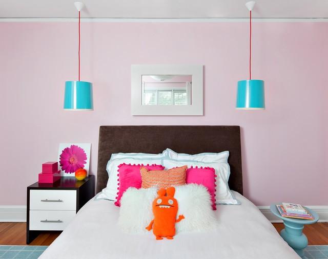 розовый цвет на красивых подушках