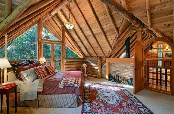 спальня лофт с балконным окном
