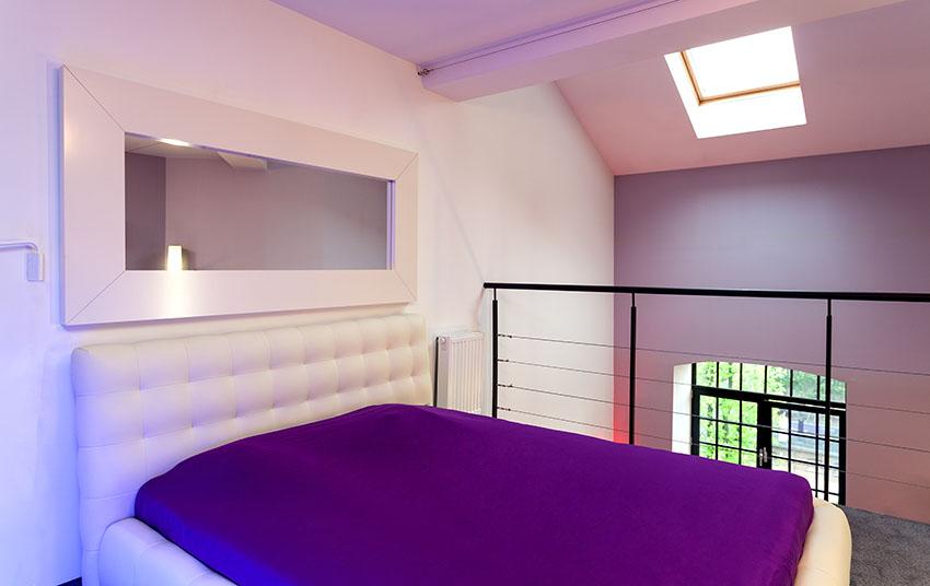 Элегантная современная спальня-лофт
