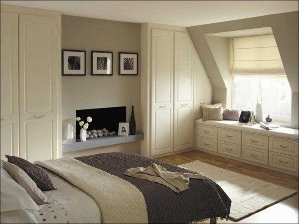 Дизайн оконных проемов в маленькой спальне