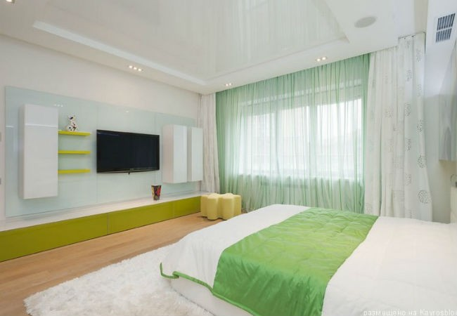 натяжной потолок для маленькой спальни