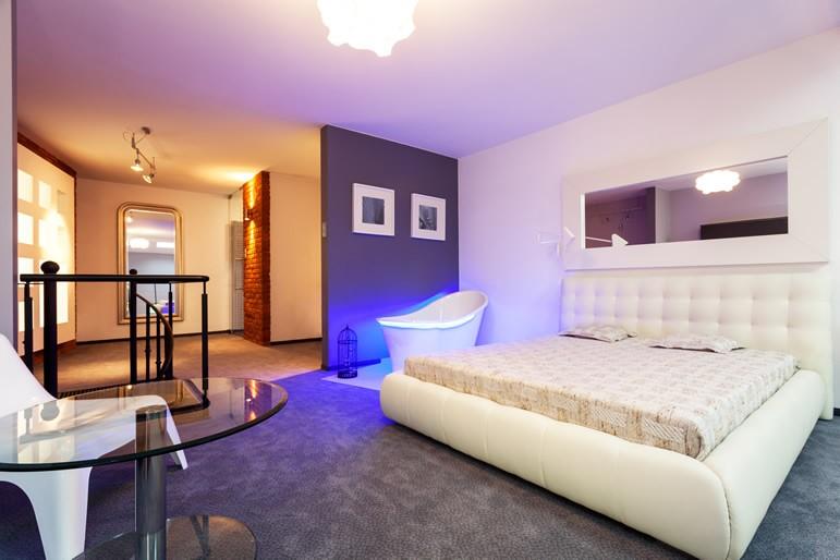 Фиолетовая спальня для детей и взрослых - 27 фото идей дизайна