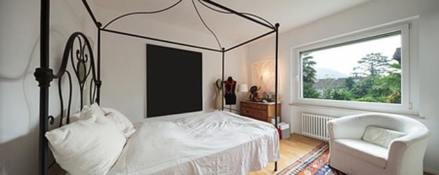 Кровать с каркасом из кованого железа