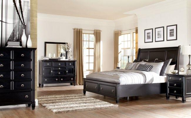 особенность спальни с двумя окнами
