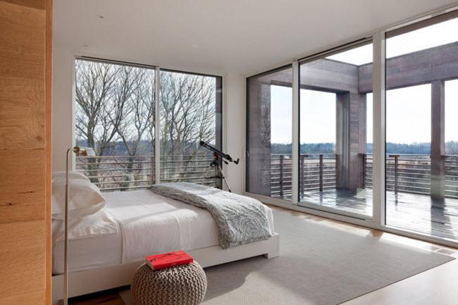 наличие окна и балконного блока на смежных стенах