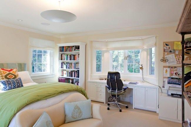 спальни с эргономичный стулом