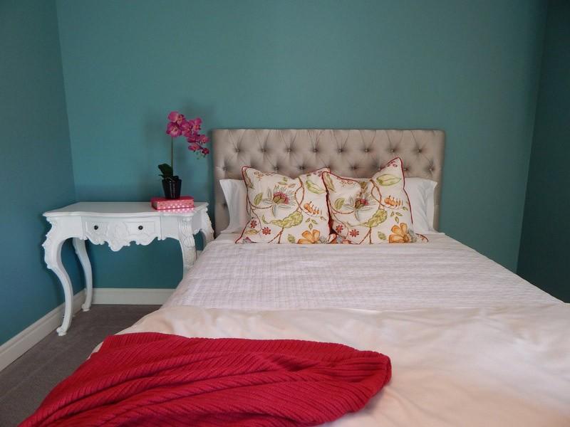 узкая спальня в хрущевке дизайн фото