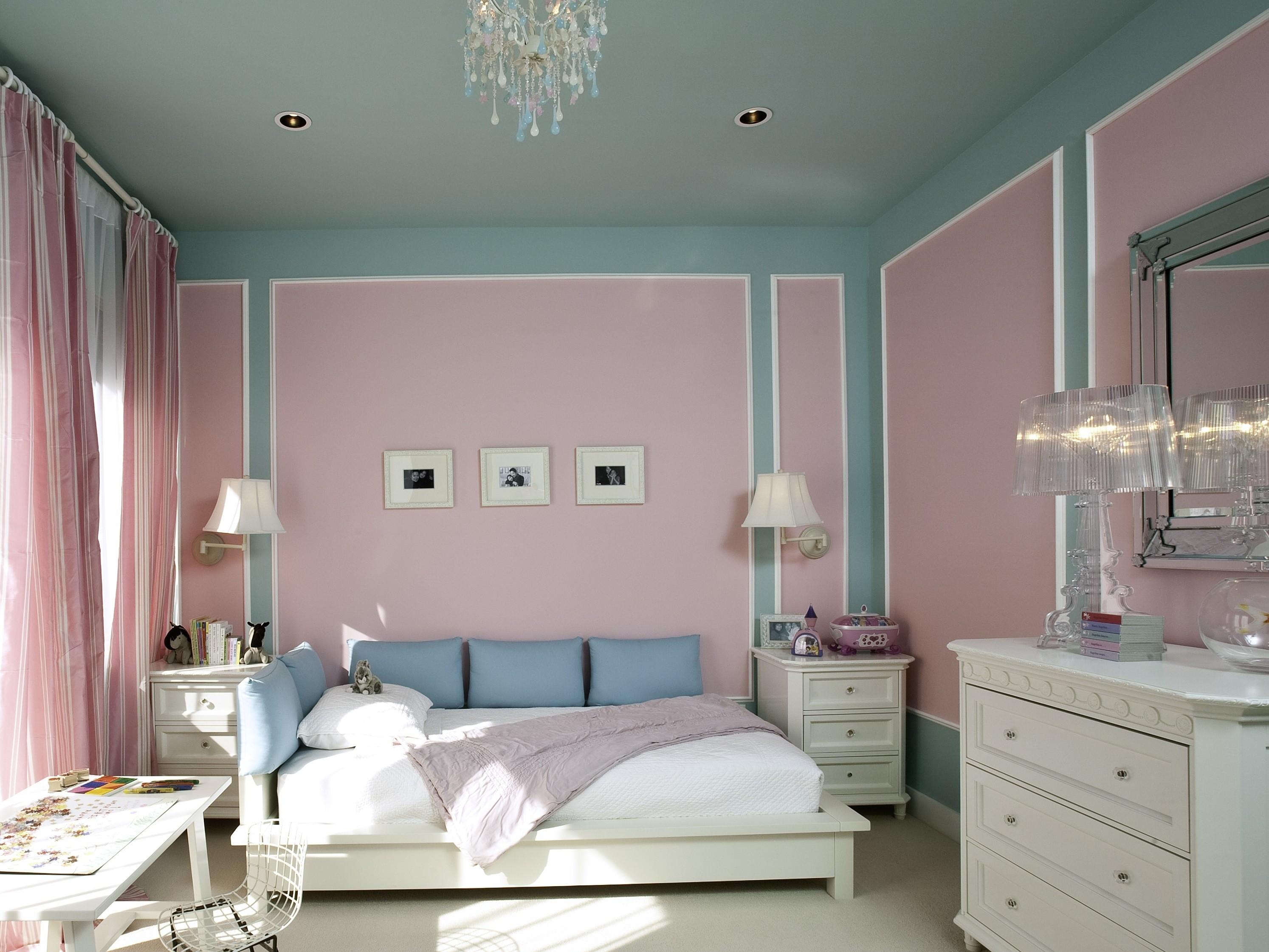 двухцветные обои в спальне