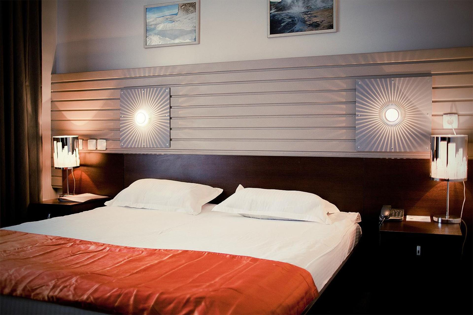 светильники настенные для спальни над кроватью