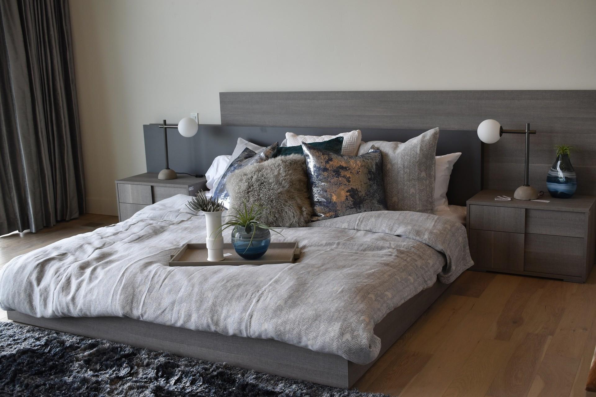 расстановка мебели в спальне 12 кв м