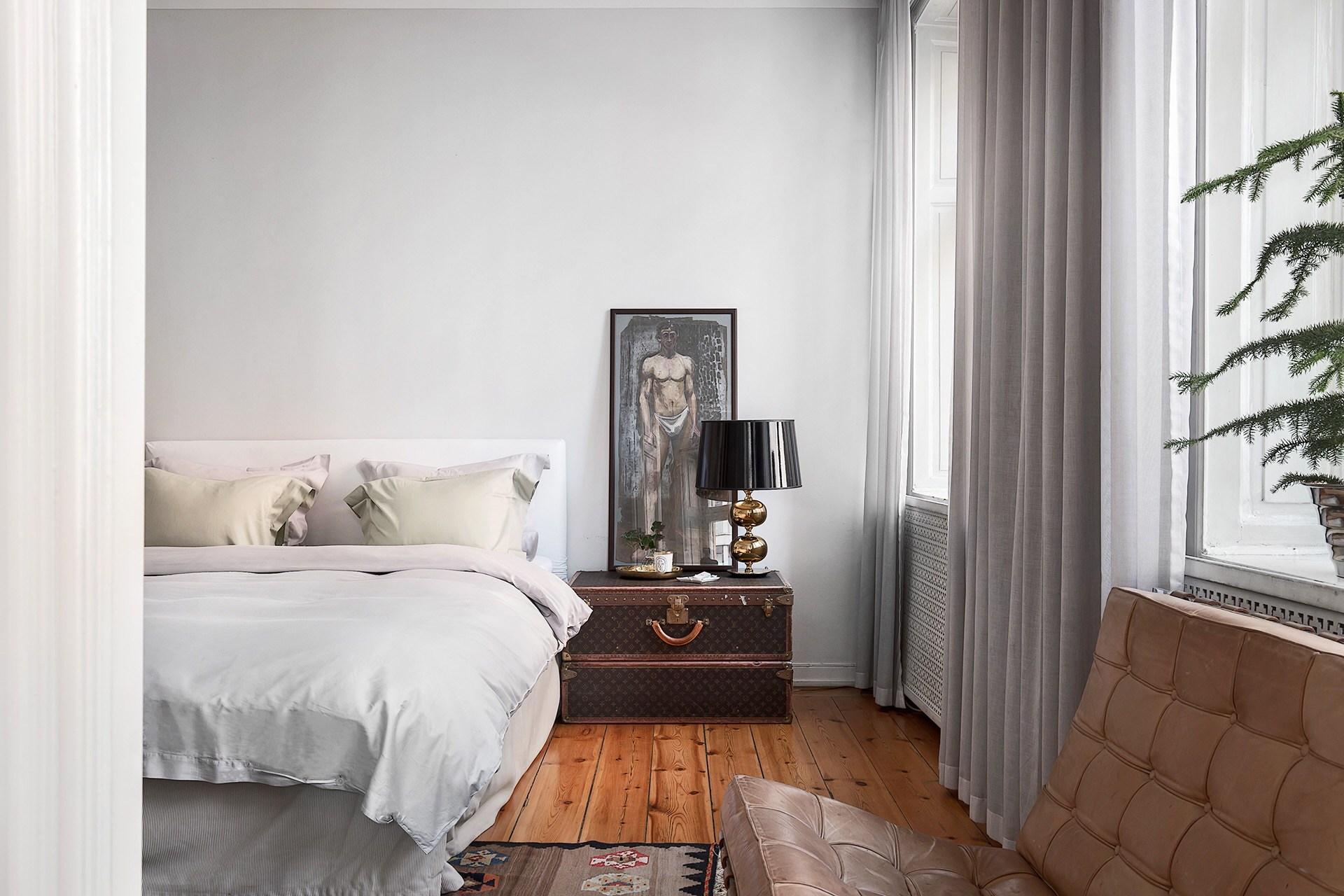 массивные кровати
