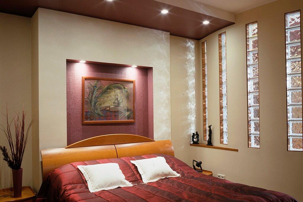 дизайн спальни с гипсокартоном над кроватью фото высокой