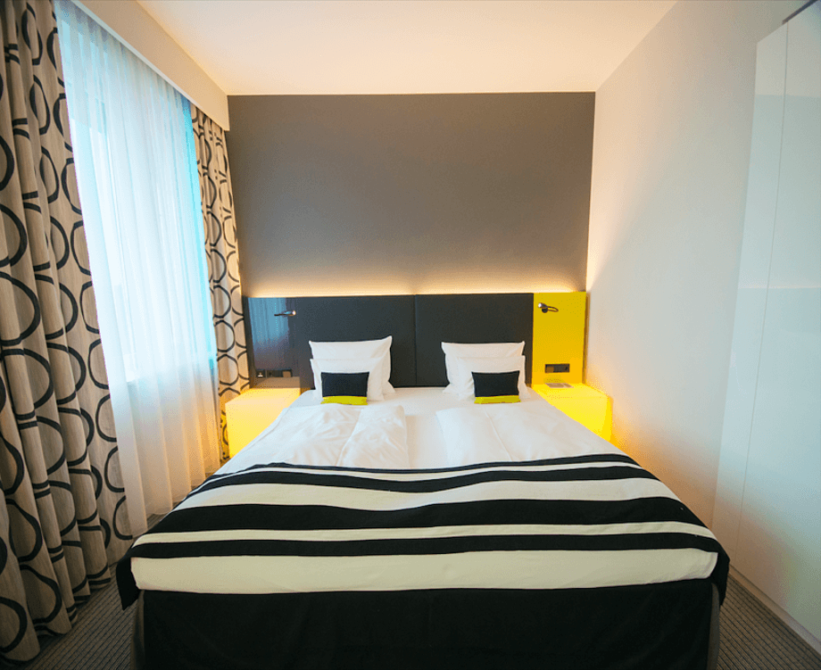 Длинная узкая спальня