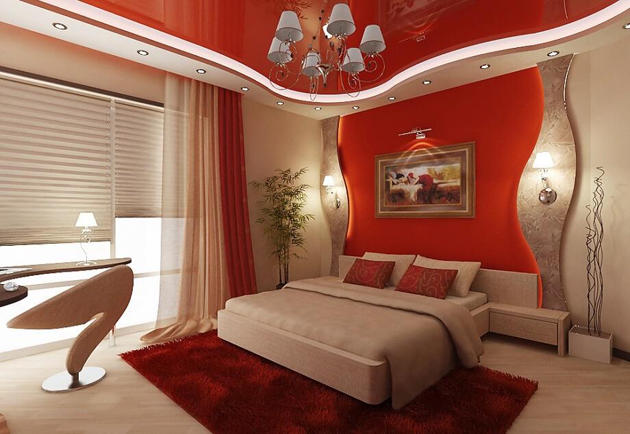 Красный потолок в спальне
